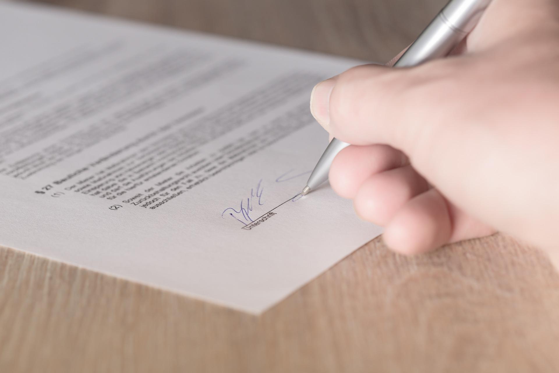 Cornwalls-contractual-mechanisms-for-regulating
